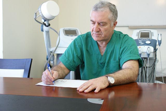Клиника боли в спине и суставах гигрома локтевого сустава у человека фото